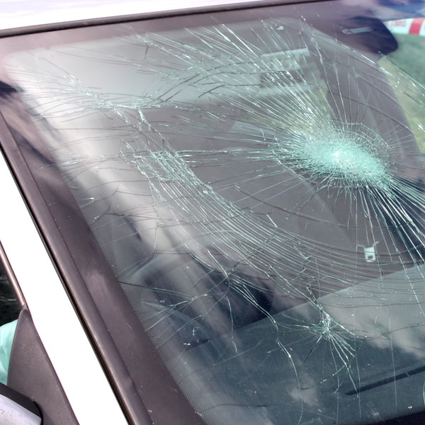 which auto glass replacement service to contact and how much does it cost to fix windshield  in Yankeetown FL